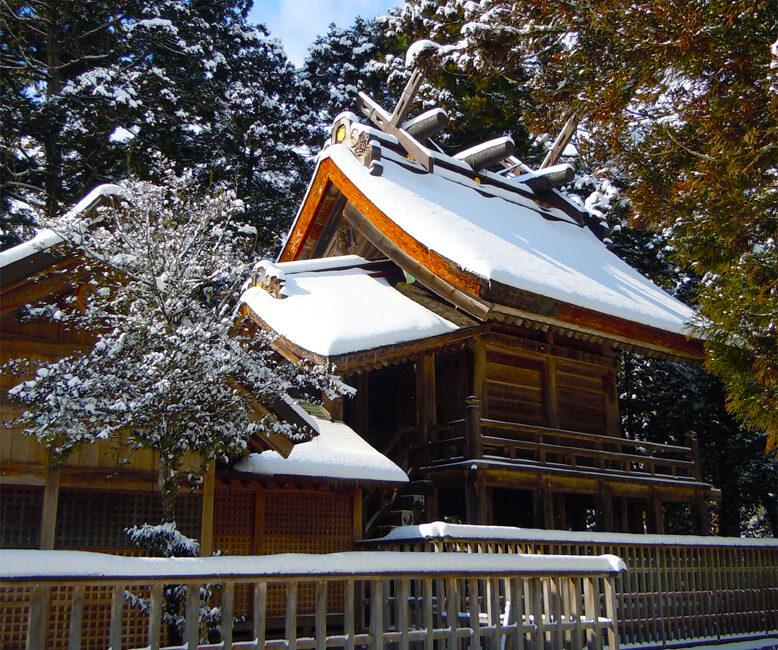 島根県出雲市の須佐神社の美しい本殿の写真