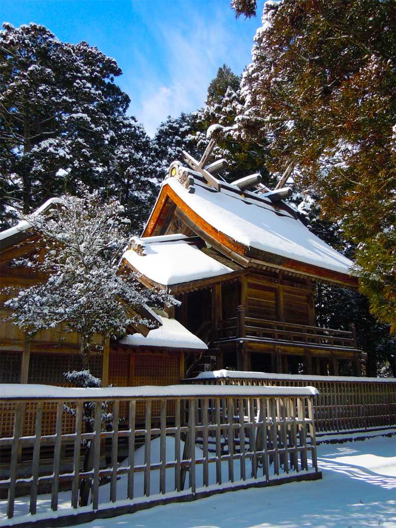 島根県出雲市にある須佐神社の本殿の写真