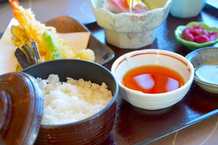 英語で説明する【ご飯・お味噌汁・小鉢】